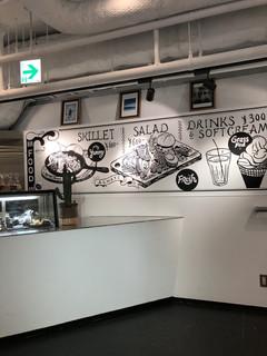 ブック&カフェ ダナポイント - 壁のMENU