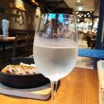魚貝とワインと時々お肉 YOKOHAMA Mar Mare - 飲み放題からスパークリング