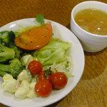 9411389 - ランチのサラダとスープ
