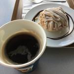 94112627 - モンブランと、コーヒー