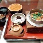 安芸路 酔心 - [料理] 穴子釜めし (小) セット全景♪w (蓋を取った所)