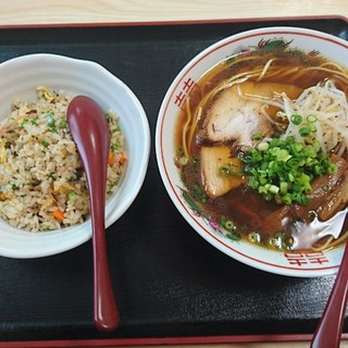 山藤花 - 料理写真:醤油ラーメン半炒飯セット ¥830