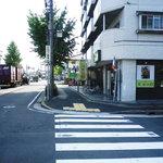 9412642 - 目の前の交差点は江川線で比較的分かりやすい場所にあります