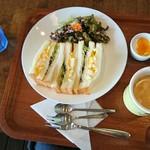 タイガーカフェ - 玉子サンド、コーヒー、ヨーグルトのミラクル3です。