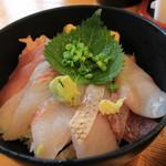 ばんや - 天然地魚丼(1100円)