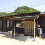 うどん茶屋 - 店舗の駐車場側入り口