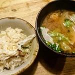 れんげ料理店 - 渡り蟹の土鍋ごはんとサービスのお味噌汁