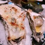 牡蠣&海老バル EAST BLUE - 牡蠣グラタン&焼き牡蠣