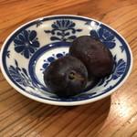 亀は萬年 - 食後のデザート ※サービス品、かなり!デカイ葡萄だ