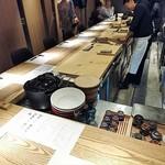 和食Labo 新た - カウンターに案内してもらいました