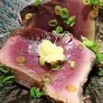 和食Labo 新た - 藁の香りで際立つ鰹の濃厚な旨み