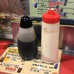和楽路屋 - 左:ソースと見せかけて・・・まさかの!醤油