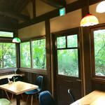 カフェ ド  珈茅 - ドアの外にテラス席