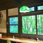 カフェ ド  珈茅 - ランプシェードが可愛らしい