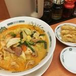日高屋 - モツ野菜ラーメン+餃子3個