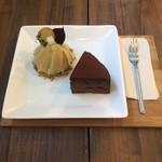 pinon - さつまいものモンブランと日本酒入りのチョコレートケーキ