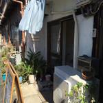 沖縄そばの店マドカ - 入口はこんな感じです!