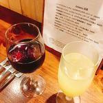 ヴェッキオ コンヴェンティーノ - サングリア  500円(左)、特製 レモンとオレンジのサワー  450円(右)