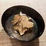 ハクガ - トリュフとプロヴォローネチーズ鰹出汁コンソメのお椀