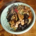 タイ東北料理イサーンキッチン - タップ パット サムンパイ ¥980