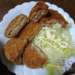 山崎精肉店 - 『牛肉コロッケ』『メンチ』『クリームコロッケ』