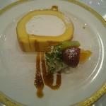 中之島ミューズ - スフレロール500円(税別) フワフワのスフレ生地が生クリームと共に最高の味わい。