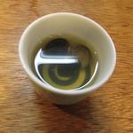 餃子ノ酒場おおえす - 最後に出るサービスのしじみ汁