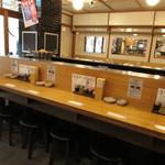 餃子ノ酒場おおえす - カウンター席