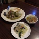 94165094 - ヤムサラダ、スープ、ゲーンキャオワーンライス目玉焼き('18/10/08)