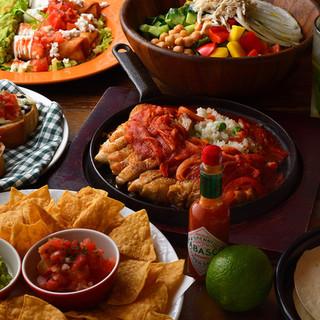 キューバンサンドや自家製タコスなどのメキシカン料理