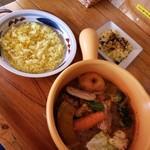 カリー小屋 - チキン野菜(スパイシー)+炙りチーズ