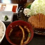 牛かつもと村 - これで1300円はお得感あります。