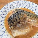 立ち呑み ちゃぼ - 定番のお惣菜『サバ味噌煮』。