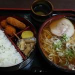 東京亭 - ラーメン弁当。