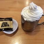 マサキ珈琲 - ドリンク写真:ウインナーアイスコーヒー 450円