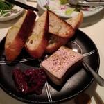 デンズキッチン - 白レバーのパテ 無花果ジャムとの組合せが旨し。