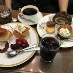 丸福珈琲店 - デザートで溢れる図