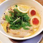 下品なぐらいダシのうまいラーメン屋 - トリュフ香る鶏と鯛の熟玉そば