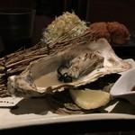 一砂 - 本日の牡蠣【岩手県 大槌産 真牡蠣】焼牡蠣 600円。