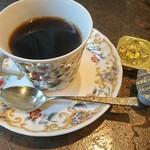 クレオパトラ - コーヒーにハチミツがついてきます!