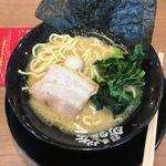 横浜家系ラーメン 町田商店 - 料理写真:ラーメン 醤油 680円