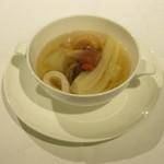 筥崎宮 迎賓館 ラ セゾン - お宝入り 地鶏の澄ましスープ蒸し