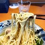 㐂九八 - 貝と鴨の潮そばの麺リフトアップ