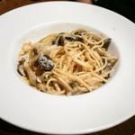 ブルーバード - ☆パスタ トリュフ薫るポルチーニ茸のクリームスパゲティーニ
