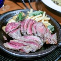 ブルーバード-☆メイン 熟成牛のグリルステーキと山盛りポテト