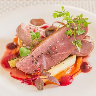 春夏秋冬の厳選食材で織り成す、色彩豊かな美しいひと皿