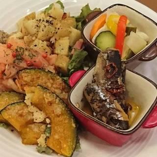 旬食材を使ったイタリアンなお惣菜でお酒が進みます