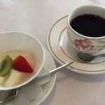 94219604 - デザートとコーヒー