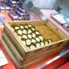 つたや - 料理写真:木の番重にお行儀よく並んださくら餅