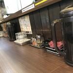 つけ麺 丸和 - 内観写真: